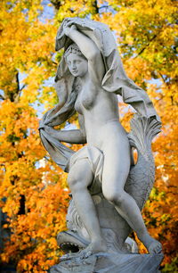 Statue_in_the_park
