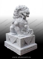 "Скульптура из мрамора ""Лев-собака"""