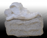 """Скульптура """"Ангелочек спящий на камне"""""""